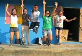 Volontärarbete Utomlands - Ungdomsvolontärer hoppar