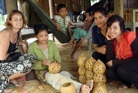 Volontärarbete Utomlands - volontärer gör hantverk