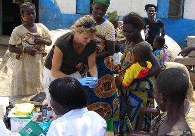 Volunteer on the Public Health project in Ghana works with village children