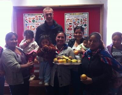 Volunteer educates about Nutrition in a Care Center in Peru
