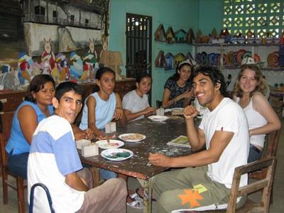 Projects Abroad volontärer med ungdomar vid skola för funktionshindrade i Costa Rica