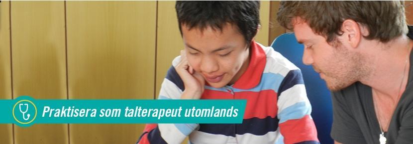 Manlig volontär arbetar med ung pojke vid talterapiprojekt i Vietnam