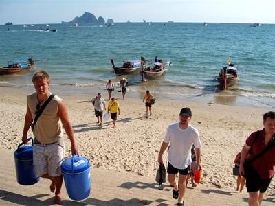 Gap year volunteers do beach clean up o the Conservation project in Thailand