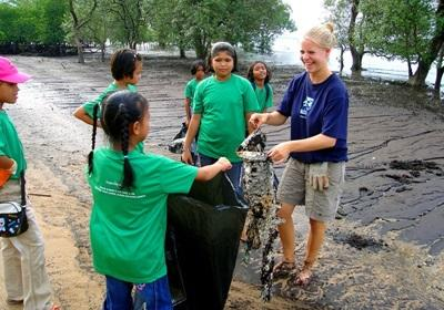 Gap Year volunteer does community service on a Conservation project in Thailand with Projects Abroad