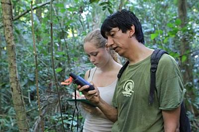 Gap Year volunteer and staff work in the Amazon Rainforest in Peru