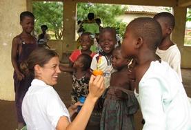 Volontär med barn, ungdomar och äldre : Ghana