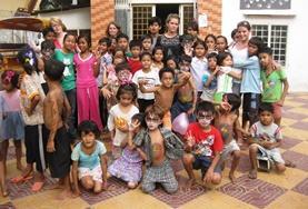 Volontär med barn, ungdomar och äldre : Kambodja