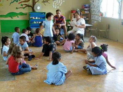Volunteer leading an educational activity at a kindergarten in Costa Rica with Projects Abroad
