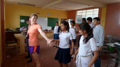 Performing arts volunteer leads a dance class in a school in Ecuador