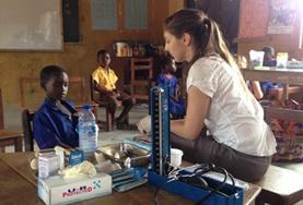 Volontär i Ghana : Medicin & halsa
