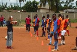 Volontärarbeta som fotbollstränare utomlands : Togo