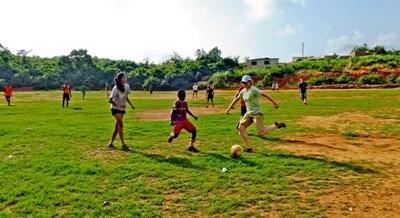 Volunteer coaches soccer to school children in Ghana with Projects Abroad