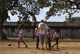 Volontärarbeta med skolidrott utomlands : Tanzania