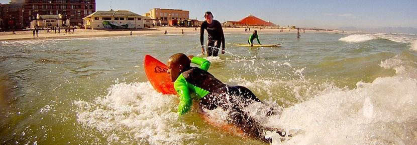 Volunteers teach surfing lessons to kids in the developing world with Projects Abroad