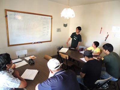 Volontärer från Projects Abroad vid språkundervisning i Bolivia