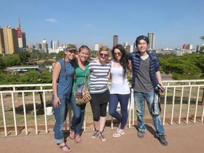 Volontärer från Projects Abroad poserar i Nairobi
