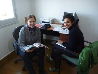 Volunteer in a lesson with a Projects Abroad teacher on the Spanish Language Course