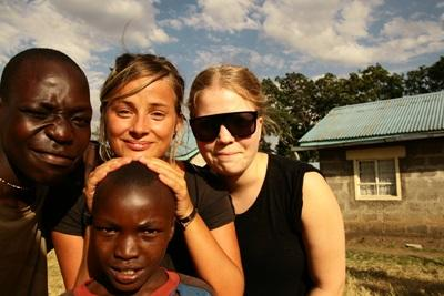 Local Kenyans pose for a photograph with Projects Abroad volunteers