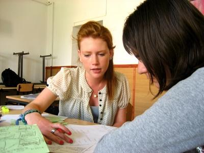 Volunteer tutors a students on the Teaching project in Romania with Projects Abroad