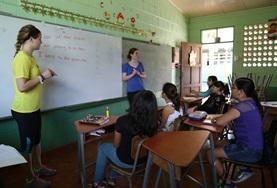 Undervisning - volontärarbete eller lärarpraktik utomlands : Costa Rica