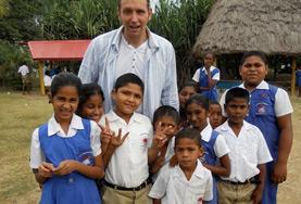 Undervisning - volontärarbete eller lärarpraktik utomlands : Fiji
