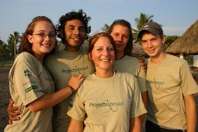 Teen volunteers on the Spanish and Turtle Conservation in Mexico