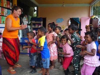 Sri Lankan school children learn about hygiene from Projects Abroad volunteers.